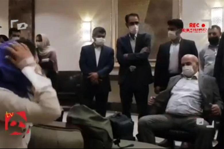 تصویر اصلی عیسی کلانتری در دیدار با خبرنگاران.