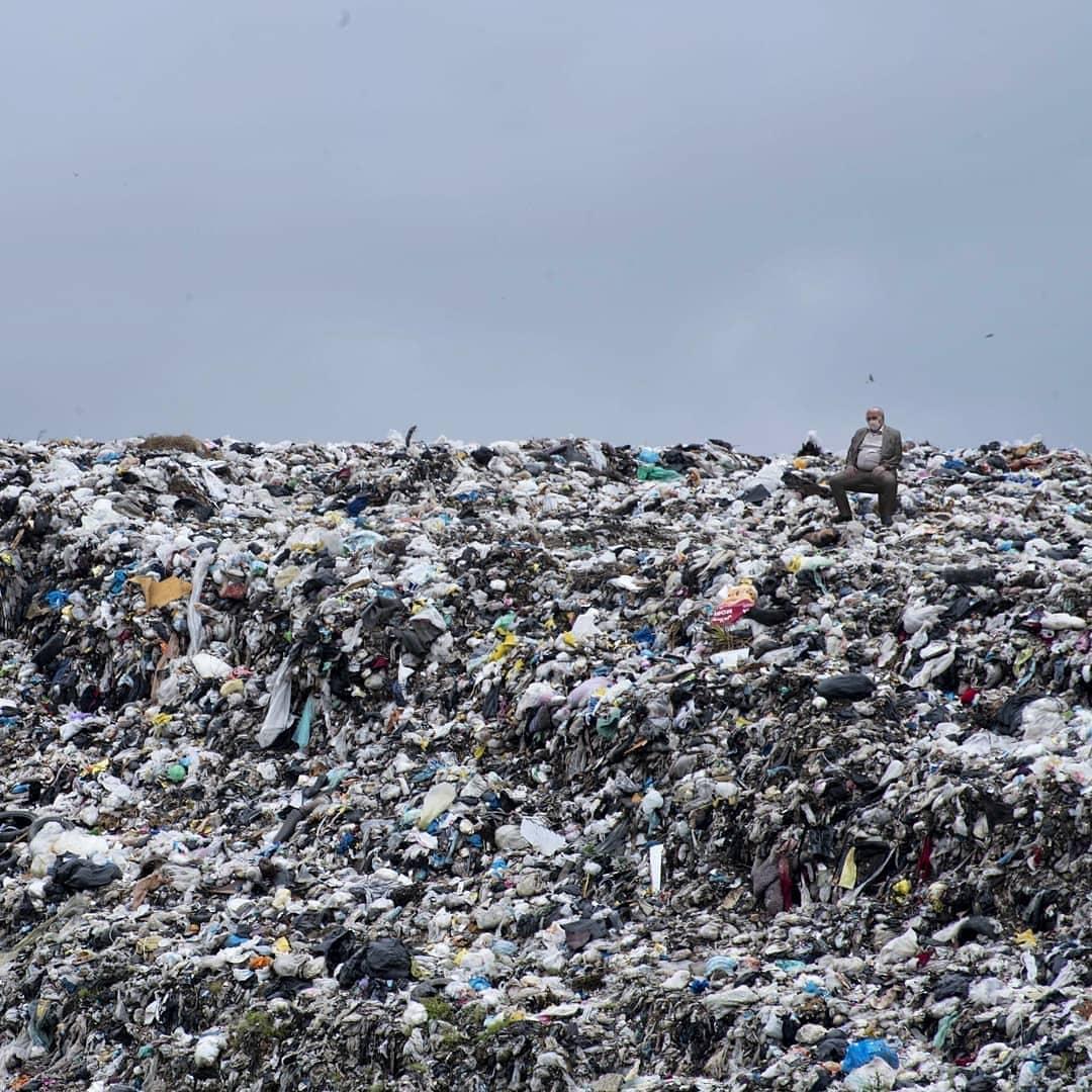 عیسی کلانتری و بحران زباله ها در طبیعت.