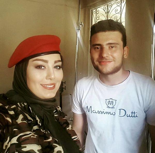 سحرقریشی با یکی از هوادارانش