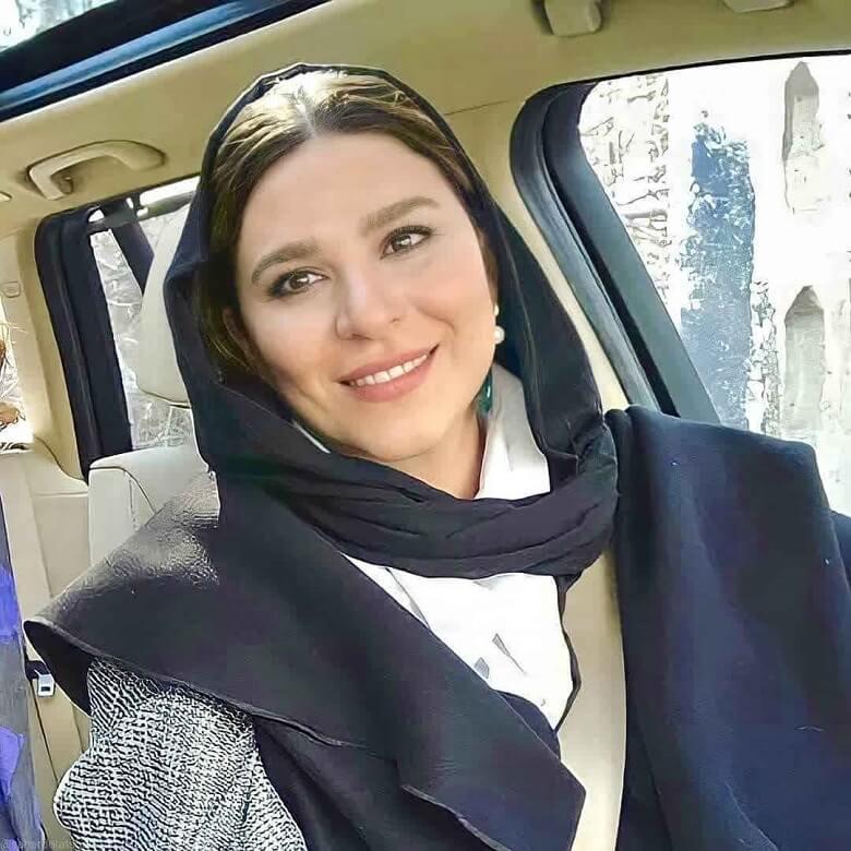 سحر دولتشاهی در خودروی لاکچری سلفی گرفت.