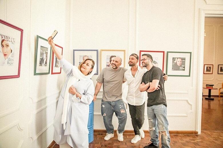 مهراوه شریفی نیا با رفقا گالری گردی کرد.