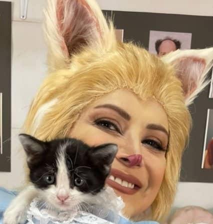کمند امیرسلیمانی خودش را شبیه گربه اش کرد