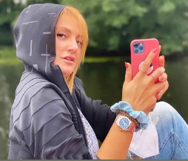 مهناز افشار در اروپا همچنان با حجاب نیم بند ظاهر می شود.
