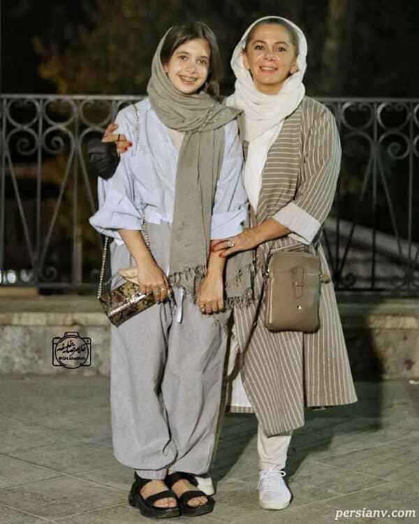 مستانه مهاجر و دخترش در آيين ديدار فيلم دشت خاموش در باغ موزه سينما