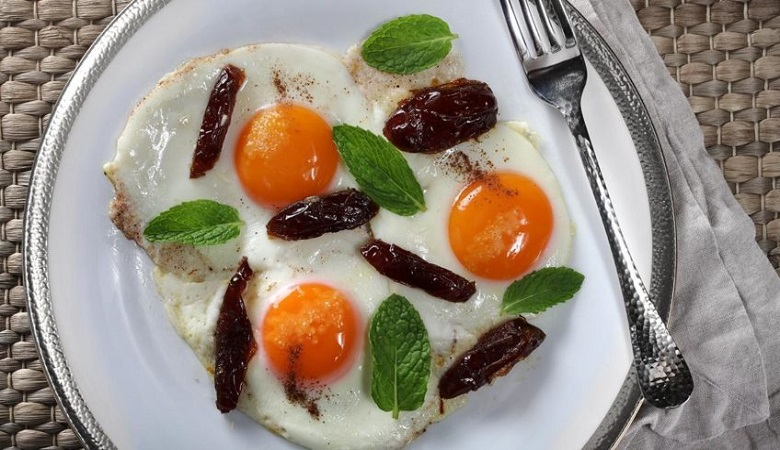 """""""خاگینه خرما""""، غذایی مقوی برای صبحانه"""